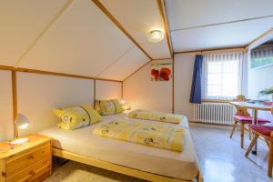 Ein Bett oder Betten in einem Zimmer der Unterkunft Gasthaus Tourist