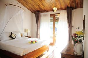 A bed or beds in a room at La Casa Resort