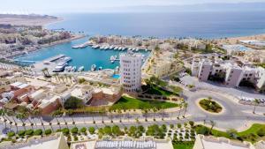 Marina Plaza Tala Bay с высоты птичьего полета
