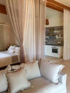 A bed or beds in a room at Mas la Pinede