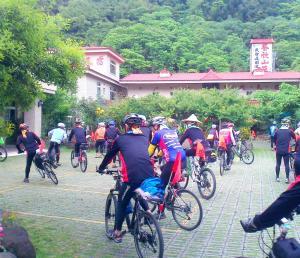 藝欣山莊 或附近騎腳踏車