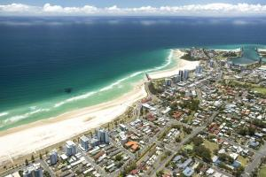 A bird's-eye view of White Caps Unit 7 - 400 Metres to Kirra Beach