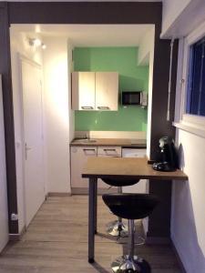 A kitchen or kitchenette at Safari chic