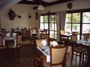 Restaurant ou autre lieu de restauration dans l'établissement Hotel Restaurant des Lacs