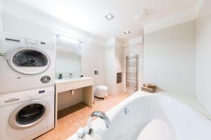 Ein Badezimmer in der Unterkunft Boris' apartments Powder Gate