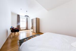 Ein Bett oder Betten in einem Zimmer der Unterkunft Boris' apartments Powder Gate