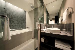 A bathroom at Solaria Nishitetsu Hotel Seoul Myeongdong