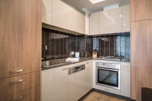 A kitchen or kitchenette at Sandy Hill Serviced Apartments