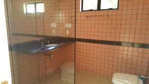 A bathroom at Garden Motel