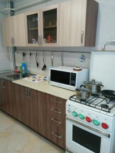 A kitchen or kitchenette at Квартира на Связи 8