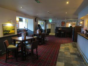 A restaurant or other place to eat at Highwayman Hotel