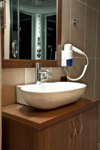 A bathroom at Simre Hotel