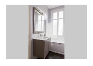 A bathroom at Le Chanzy