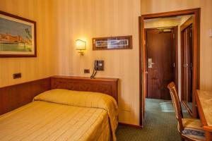 A bed or beds in a room at Hotel Regno