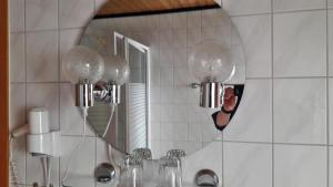 A bathroom at Gasthof Altes Farmhaus