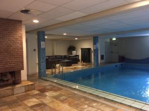 Het zwembad bij of vlak bij Huize de Duinen