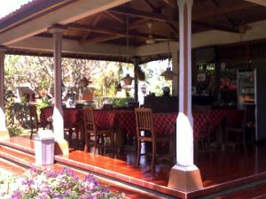 A restaurant or other place to eat at Bayu Mantra Bungalows