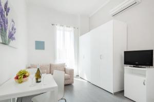 Una televisión o centro de entretenimiento en Residenza Maxima