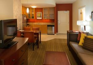 A kitchen or kitchenette at Residence Inn by Marriott Springfield South