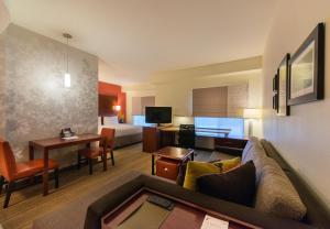 A seating area at Residence Inn by Marriott Springfield South