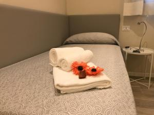A bed or beds in a room at Honey Rooms Ferrara