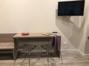 A television and/or entertainment center at Honey Rooms Ferrara