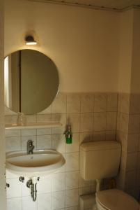 Ein Badezimmer in der Unterkunft Hotel Adler Treuchtlingen