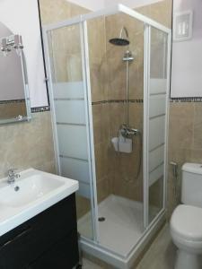 A bathroom at Holiday studio 3