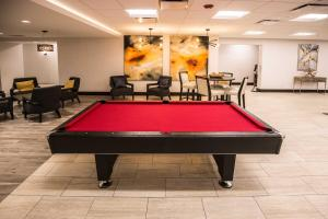 A pool table at Wyndham Chicago O'Hare
