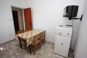 Телевизор и/или развлекательный центр в Apartments with a parking space Grebastica, Sibenik - 6103