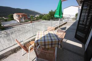 Балкон или терраса в Apartments with a parking space Grebastica, Sibenik - 6103