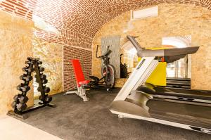 The fitness centre and/or fitness facilities at Hotel Borges Chiado