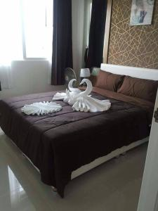 A bed or beds in a room at Amazon residence condo jomtien pattaya