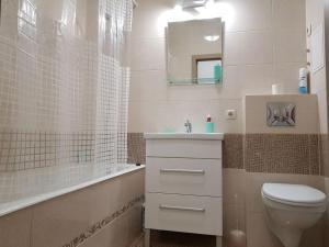 """A bathroom at """"Comfort Russia"""" на Партизанской"""
