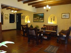 Un restaurante o sitio para comer en Hotel Hospederia San Carlos Villa De Leyva