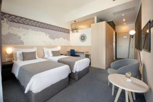 A bed or beds in a room at Hotel Salona Palace
