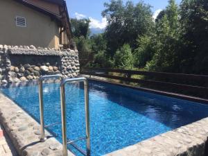 Der Swimmingpool an oder in der Nähe von Pensiunea Tanita