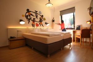 Ein Bett oder Betten in einem Zimmer der Unterkunft Hotel Haus Schons