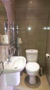 A bathroom at Church Farm Accomodation