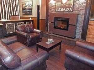 A seating area at Copper River Inn