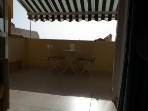 A balcony or terrace at MAREVERDE H2 wifi vue mer