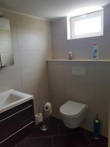 Um banheiro em Spectacular Furnished Studio