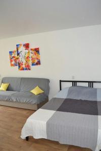 Кровать или кровати в номере Apartment in the center