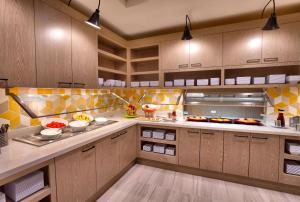 A kitchen or kitchenette at Hyatt Place Salt Lake City/Lehi