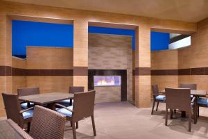 A restaurant or other place to eat at Hyatt Place Salt Lake City/Lehi