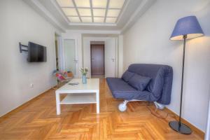 Een zitgedeelte bij Syntagma cozy apartment
