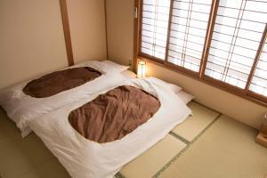 Cama o camas de una habitación en J-Hoppers Kumano Yunomine Guesthouse