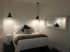 A bed or beds in a room at Absolute Collins