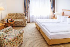 A bed or beds in a room at Hotel Domicil Berlin by Golden Tulip