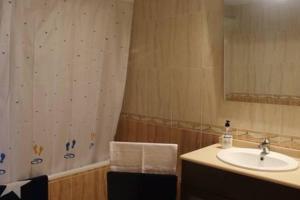 """Un baño de Apartament a Capafonts - """"Ribatell"""""""